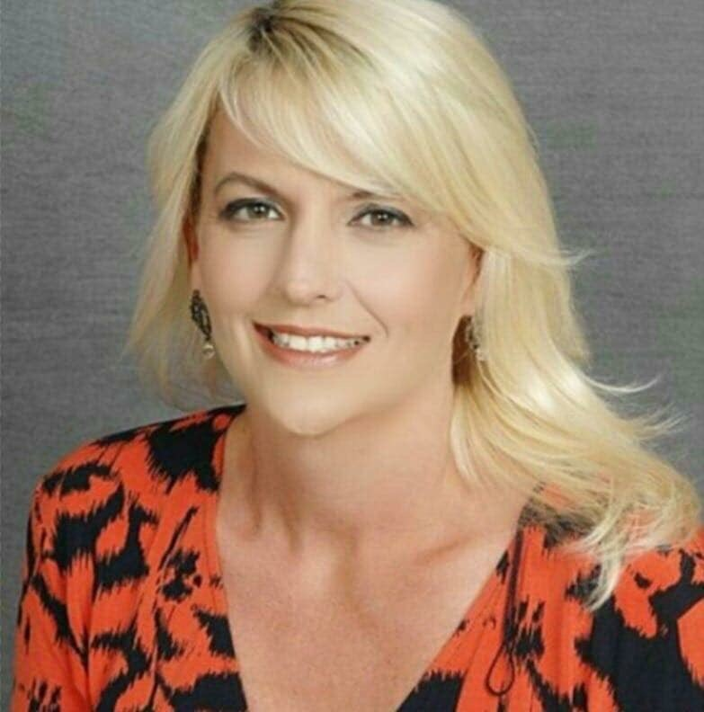 Real Estate Agent and Mentor ~ April Dawn Caldwell Signs Book Deal with T&S Publishing, LP.